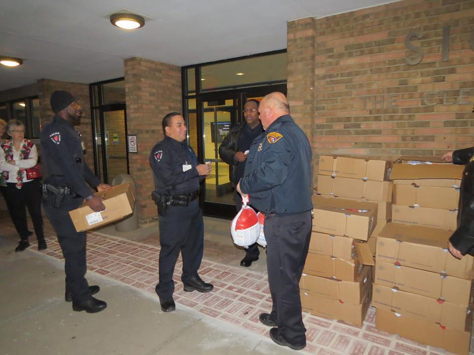 CPD Officer Schulte handing out the turkeys.